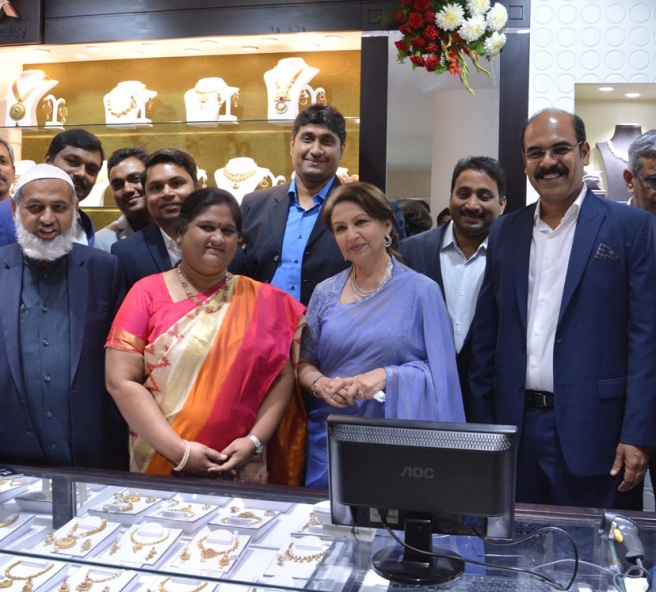 Smt. Shrmila Tagore inaugurating Malabar Gold & Diamond showroom in Pusa Road Delhi along with Smt. K Geetha, MP & Asher O MD (India Ops) Malabar.JPG