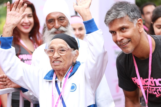 Guiness World Record Holder 101 yr old Mann Kaur with Milind Soman at 5th Edition of COLORS  Delhi Pinkathon held at Jawahar Lal Nehru Stadium in New Delhi-1.JPG