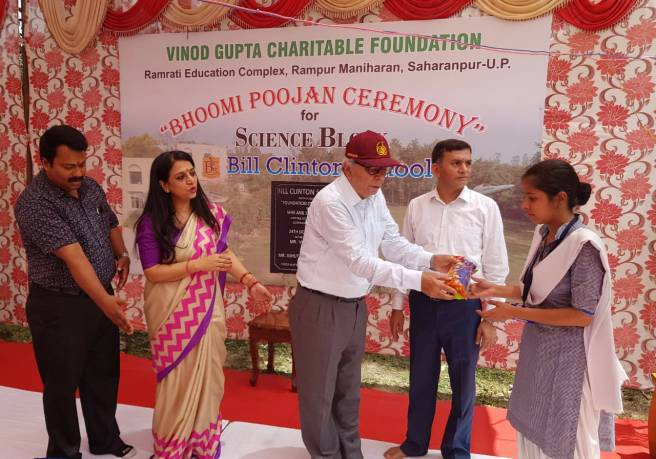 Gen MMR Narang AVSM (Retd.) distributing Free Water Bottles on the ocassion of BHOOMI POOJAN of Science Cenbtre, Bill Clinton School, Rampur Manharan, Saharapur.jpg