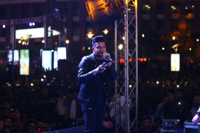Guru Randhawa performing live at the inauguration of HT Friday Jam Season 5.jpg