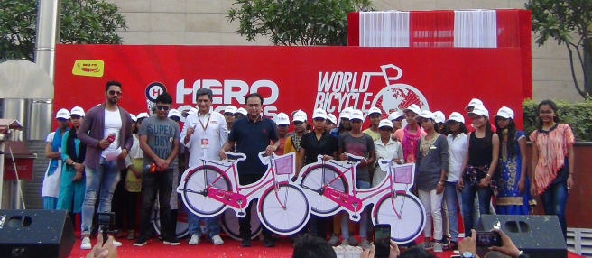 LtoR- RJ Naved Radio Mirchee, Mr. Rohit Sharma, CMO, Hero Cycles, Mr. Rohit Gothi, CEO, Hero Cycles..png